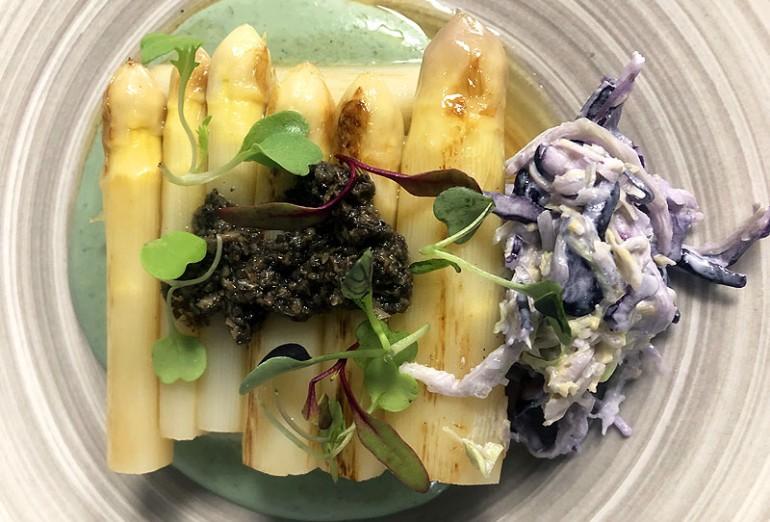 29-04-Espárragos-templados,-ajoblanco-de-coco-y-pistachos,-tartufata