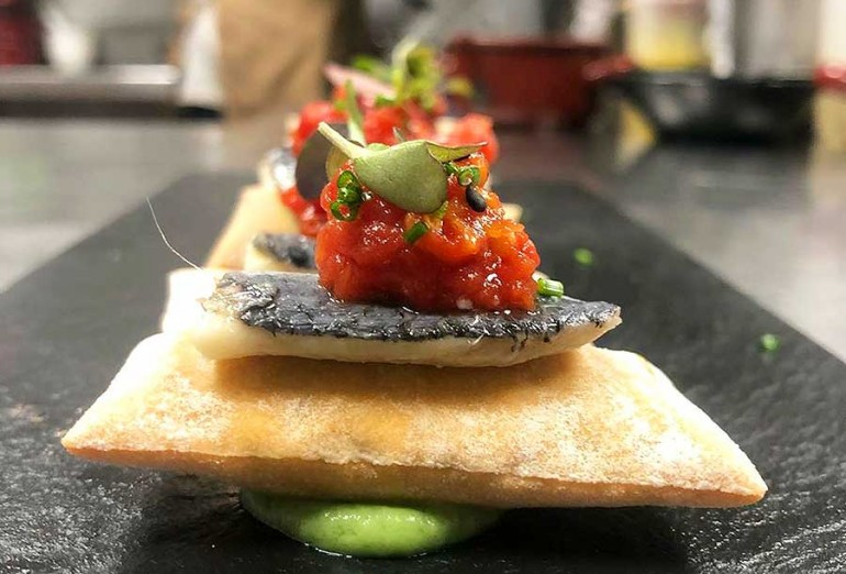 28-02-2020-Airbag-de-sardina-marinada-tartar-de-tomate-eco-y-aguacate